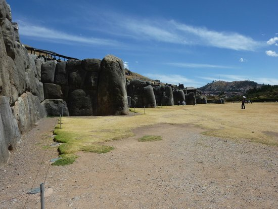 Sacsayhuamán: The stones are huge!!