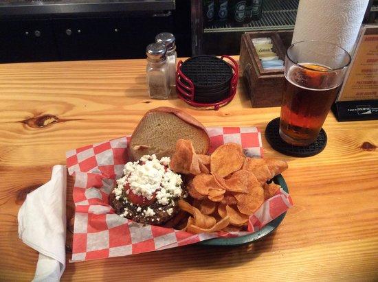 Brooks Gourmet Burgers & Dogs : Good food