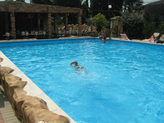 Bam Bam Ristosauro : piscina