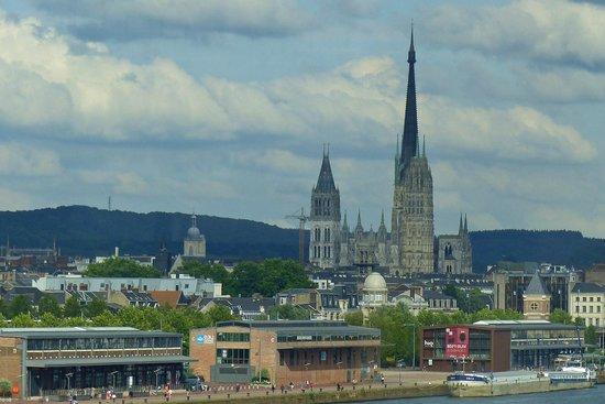 Cathédrale Notre-Dame de Rouen : The Cathedral dominates Rouen