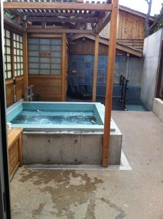 ten thousand waves : The Sohji hot tub area