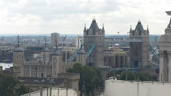DoubleTree by Hilton Hotel London -Tower of London: Tower Bridge from the hotel