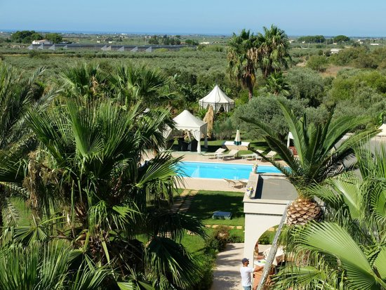 Villa Sogno Charme e Relax Selinunte: Gardens and Pool from on high