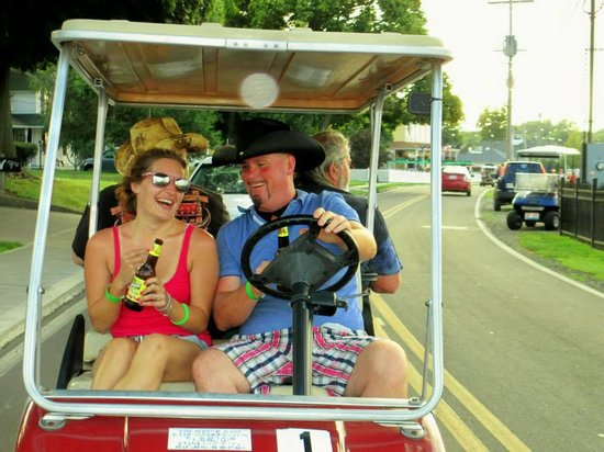 Put-in-Bay Resort Hotel and Conference Center: Cruising on the Golf Carts