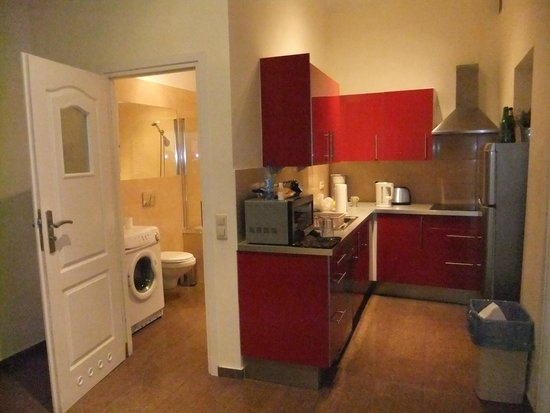 Sodispar Serviced Apartments: Kitchen/Bathroom
