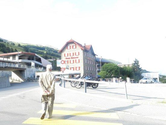 Hotel Bellaval vom Bahnhof aus gesehen.