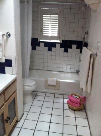 El Rey Court : Bathroom for room #37