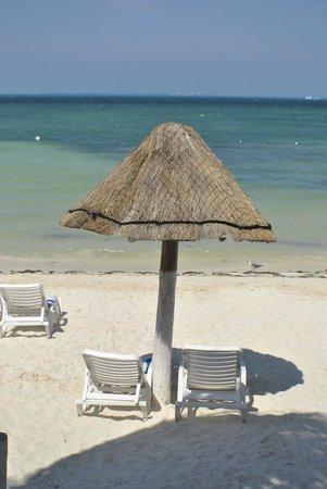 Holiday Inn Cancun Arenas: On the beach