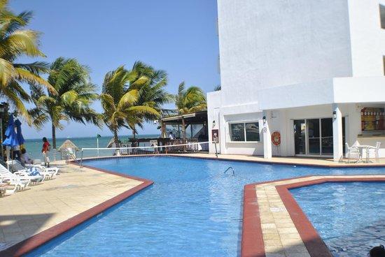 Holiday Inn Cancun Arenas: Main pool