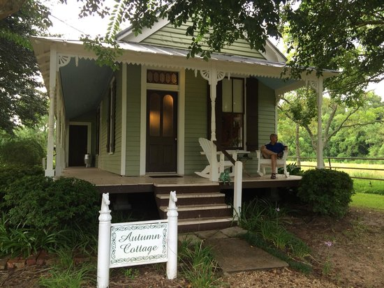 Maison D'Memoire Bed & Breakfast Cottages: Autumn Cottage - 100+ year old former office of the Rainy Lumber Company.