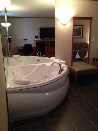Best Western Plus Siding 29 Lodge: Jacuzzi Suite