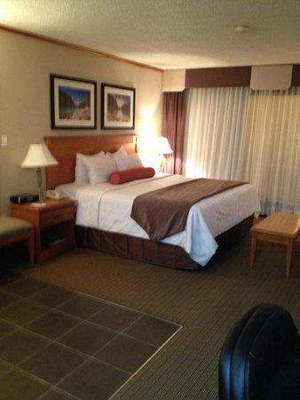 Best Western Plus Siding 29 Lodge: Bedroom of Jacuzzi suite