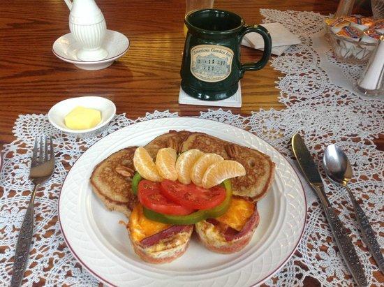 Americus Garden Inn Bed & Breakfast: Fantastic breakfast