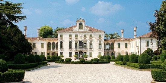 Carbonera, Itália: La facciata di Villa Tiepolo Passi