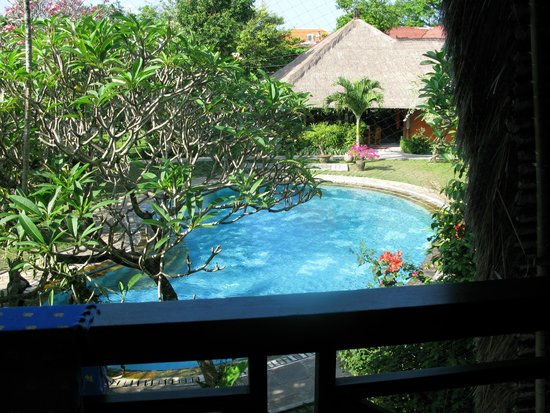 Puri Dalem Hotel Sanur: View of the pool from my room