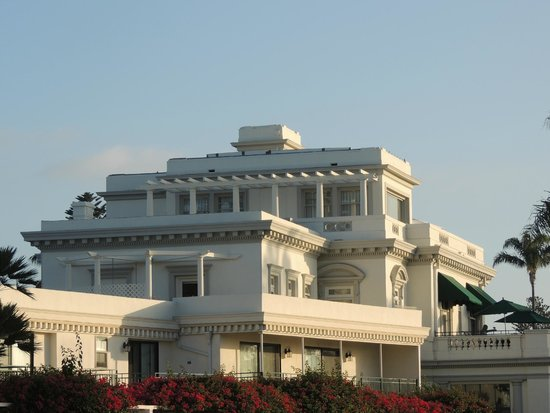 Glorietta Bay Inn: Grand 'ole mansion