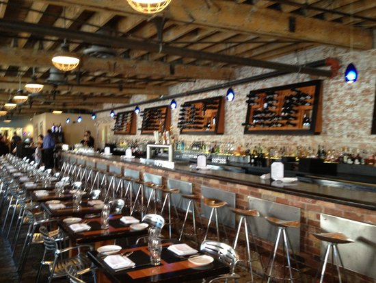 Pure Spirits Oyster Bar & Grill : Inside dining room