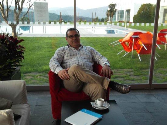 Água Hotels Mondim de Basto: Momento de repouso no bar