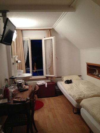 Hotel Beausite : Small room