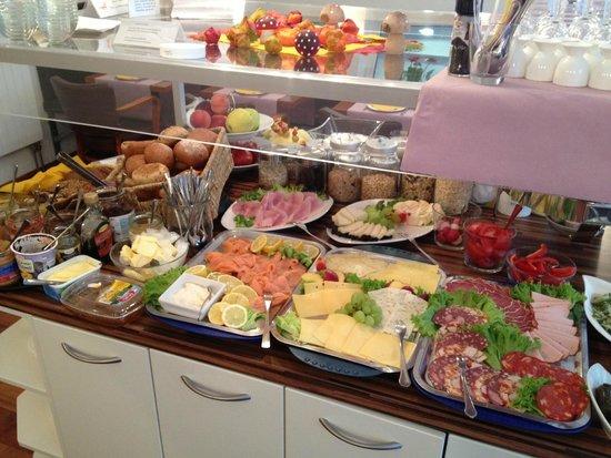 Town Hotel Wiesbaden: Breakfast Buffet