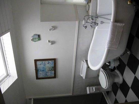 Vasche Da Bagno Antiche : Bagno di velux con la vasca da bagno antica immagine stock