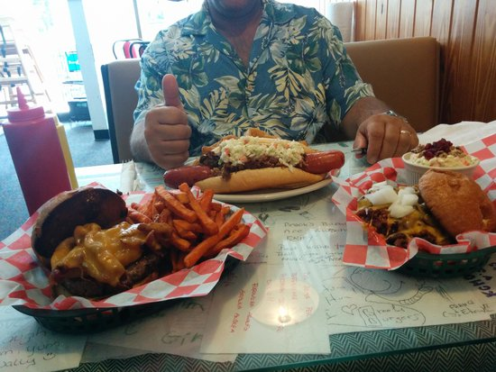 Brook's Gourmet Burgers and Dogs : So amazingly worth the calories