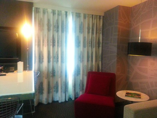 Le Meridien Dallas by the Galleria: Room 919. Big and nice