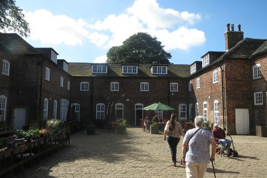 Temple Newsam: The courtyard