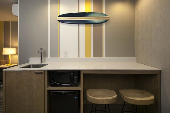 Blue Sea Beach Hotel: Newly Renovated Guest Suite Kitchenette
