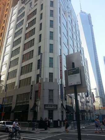 Club Quarters Hotel, World Trade Center: Club quarters and tower 1