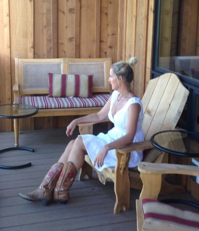 Twisp River Suites: Watching the river from a King Suite