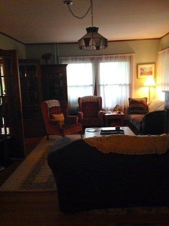 1922 Starkey House Bed & Breakfast Inn : living room/ sitting area