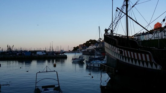 Brixham Fish Takeaway & Restaurant: Another view angle of Brixham Harbour - sunset