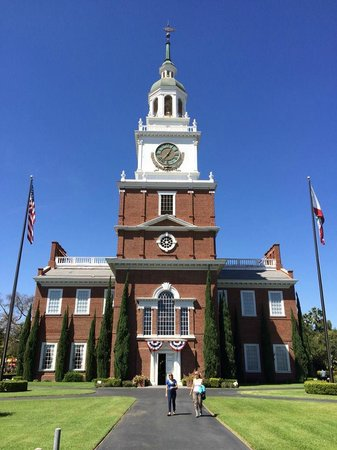Knott's Berry Farm : Knott's Independence Hall is an exactly replica of the historic landmark in Philadelphia.