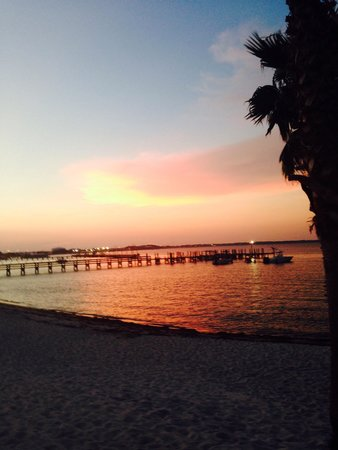 Hilton Pensacola Beach: Sunset across the street from the Hilton
