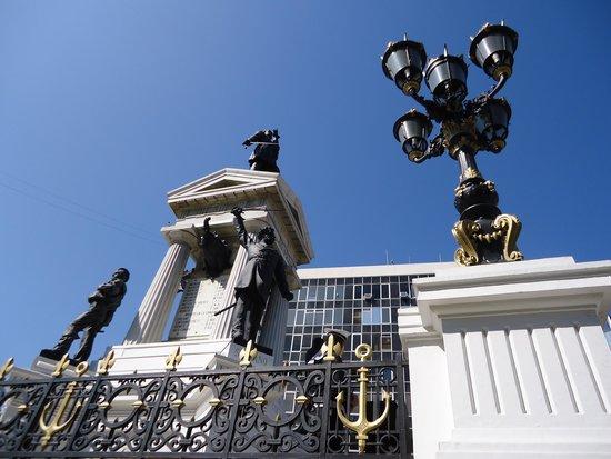 Monumento a Los Heroes : vista lateral