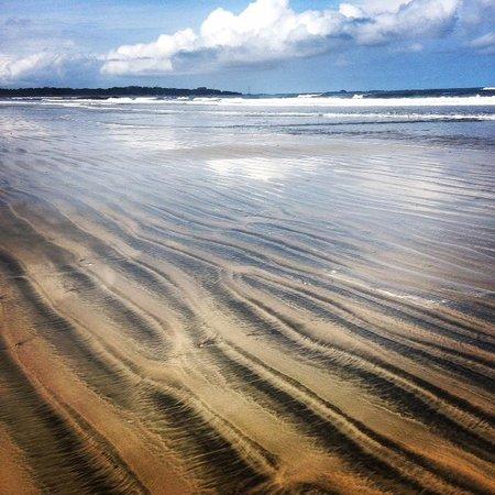 Hotel Cantarana: Beach at low tide
