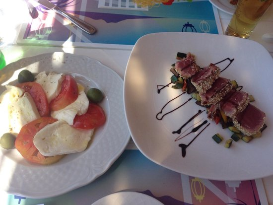 Ristorante Bagni Sant'Anna: Caprese salad and seared tuna