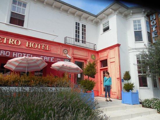 Metro Hotel & Cafe: Street view of Metro Hotel