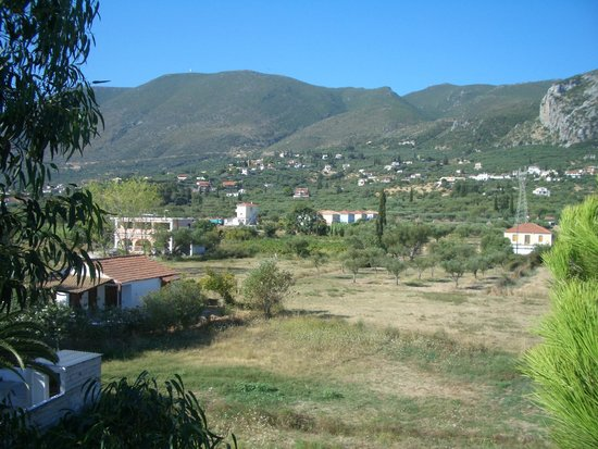 Roula Studios: The view from the back of the Roulla towards the hills
