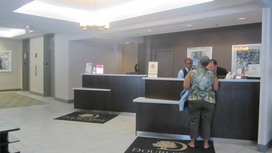 DoubleTree by Hilton Hotel Chicago - Schaumburg: Front lobby