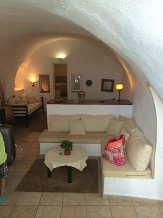 Dana Villas Hotel & Suites: living area