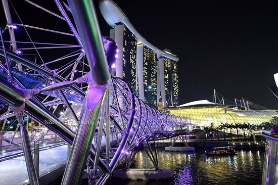 Marina Bay Sands: view of Marina Bay from DNA helix bridge