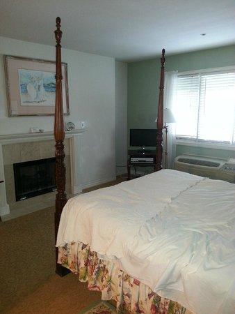 Mirabelle Inn: Room 4