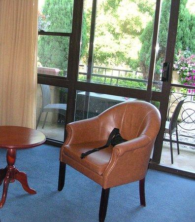 Potters Resort: sitting area bedroom