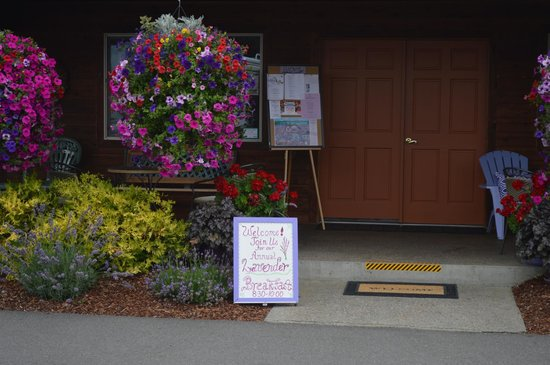GilGal Oasis RV Park : The front entrance to the clubhouse