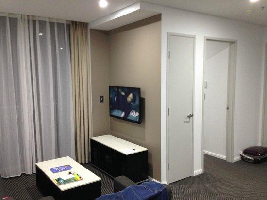 Meriton Serviced Apartments North Ryde: living room