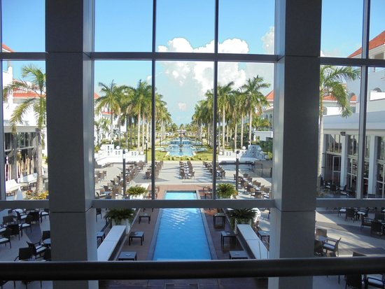 Hotel Riu Palace Mexico: The view from our lobby