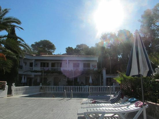 Granada Apartments : pool area