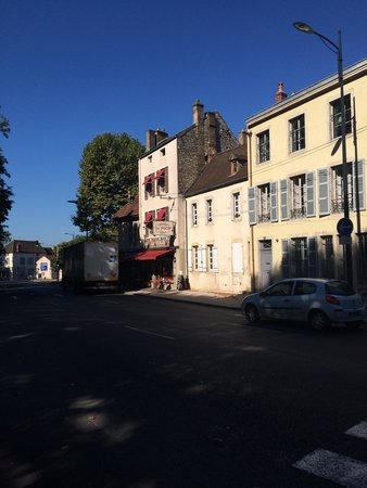 Hotel Foch : Отель Le Foch Вид через дорогу